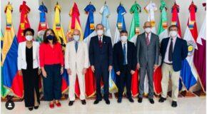 Entrega de diplomas a 70 encargados curriculares de instituciones de educación superior